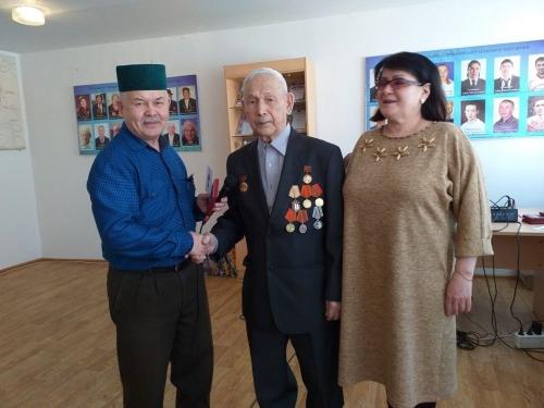 С низким поклоном. Дербишевским ветеранам вручили юбилейные медали