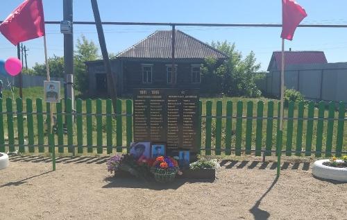 «Вспомним всех поимённо…» В Аргаяшском районе открыли памятник участникам войны