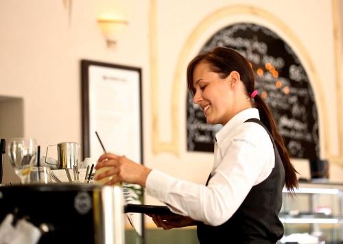 Общепит открыт. В регионе сняли ограничения на ночную работу ресторанов и кафе
